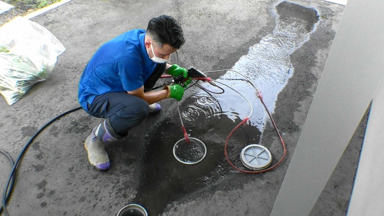 高圧洗浄機作業